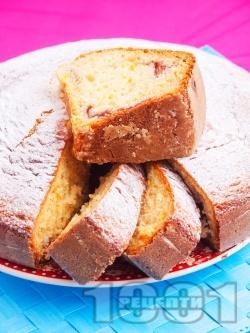 Вкусен пухкав обикновен домашен кекс с пълнеж от сладко от вишни поръсен с пудра захар (с бакпулвер) - снимка на рецептата